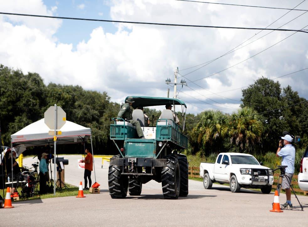 <p>Le bureau du shérif du comté de Sarasota et d'autres organismes d'application de la loi poursuivent leurs recherches de blanchisserie dans la réserve cpmmémorative T Mabry Carlton Jr.</p>