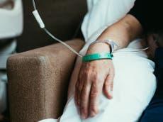 'Um sistema em suas últimas pernas': NHS forçado a negar quimioterapia para pacientes com câncer