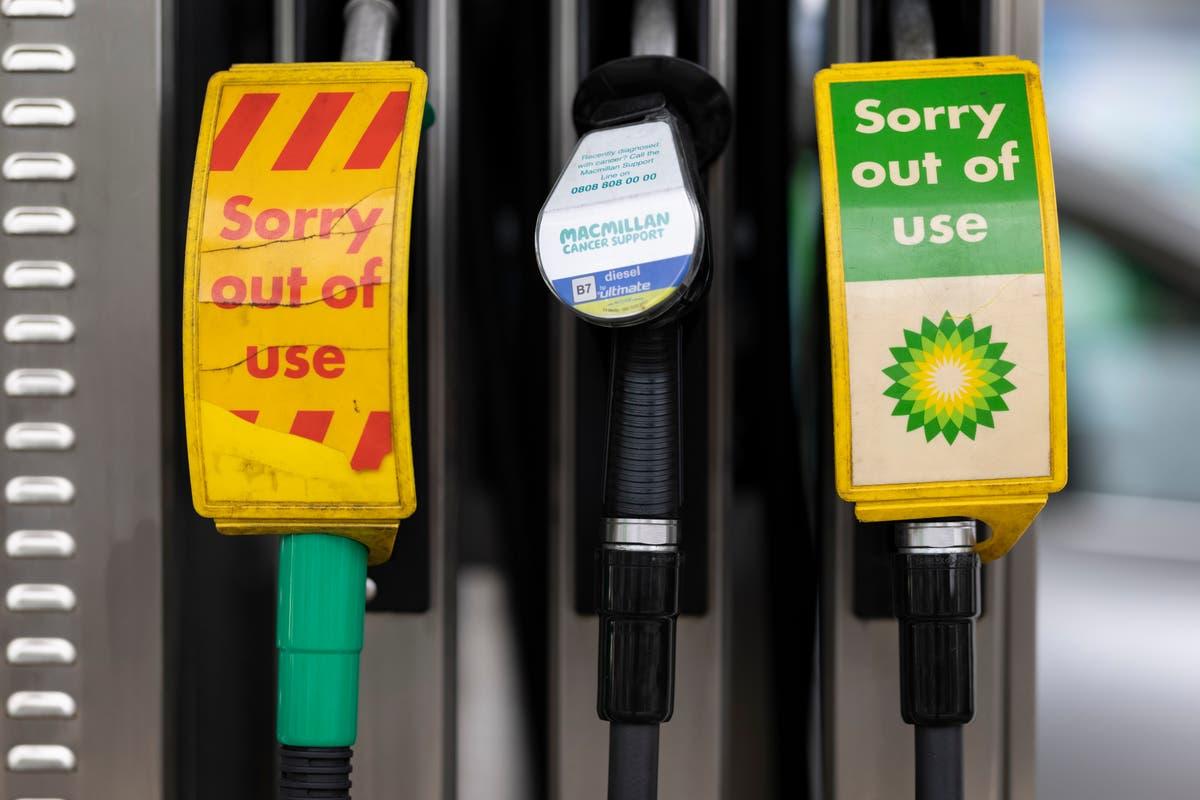 Certaines stations-service BP et Esso contraintes de fermer – en direct