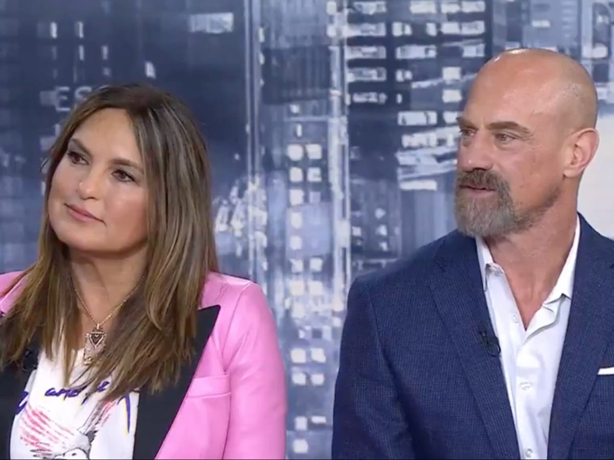 Droit & Order star says things are 'percolating' between Benson and Stabler