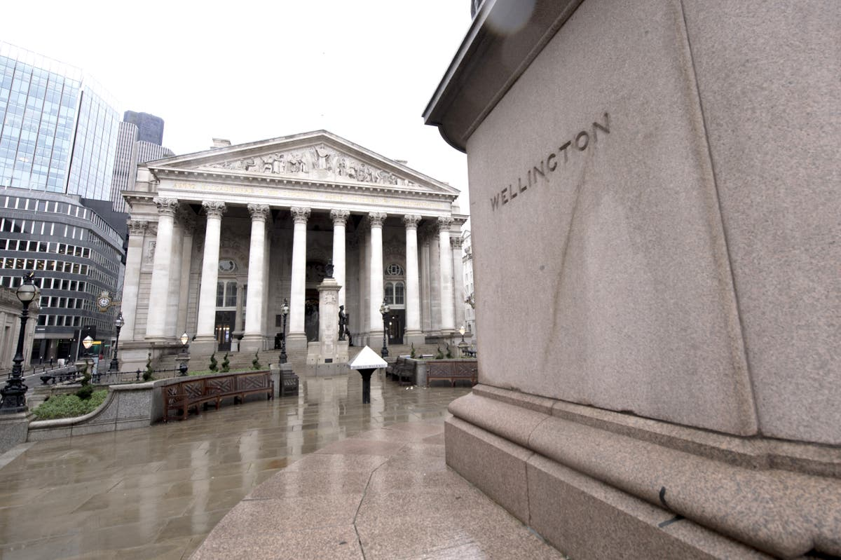 FTSE edges into red after Bank of England opens door for rate hike next year