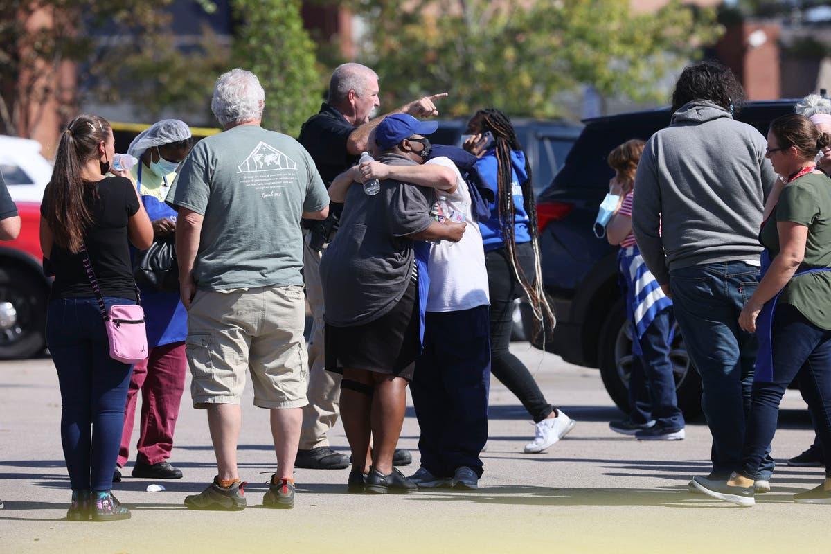 Au moins un tué et 13 blessé à Kroger alors que le tireur meurt d'une blessure auto-infligée