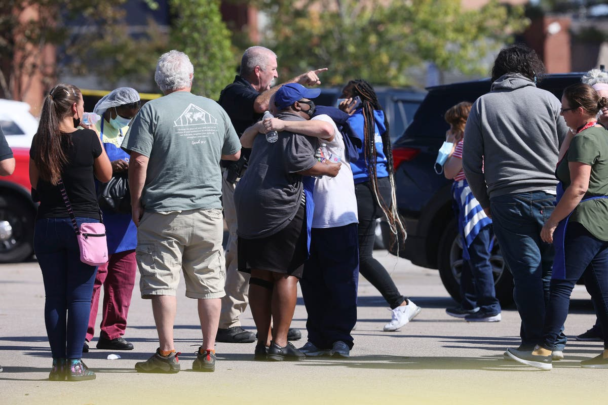 Police: 1 dead, 12 wounded in store shooting; shooter dead