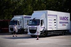 英国へのドライブ! 供給の悲惨な中でのトラック運転手のための英国のスクランブリング