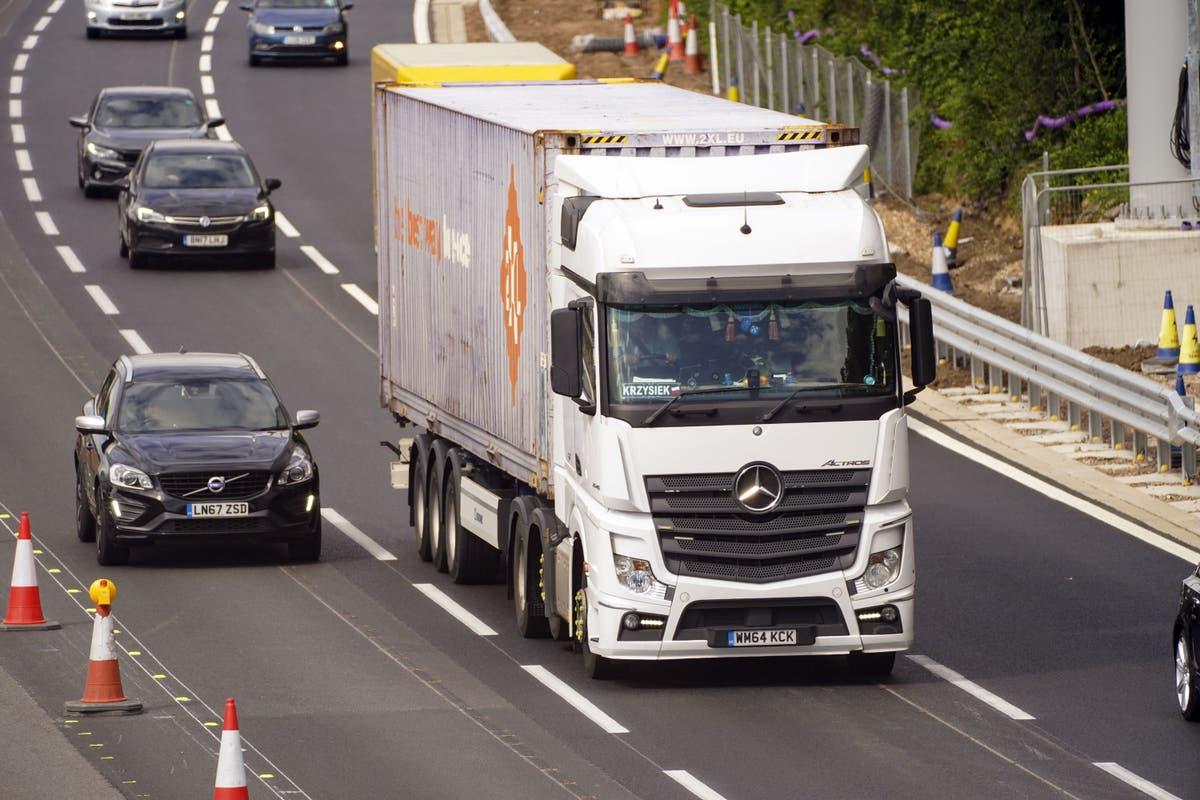 On a tort de dire que le Brexit est responsable de la pénurie de chauffeurs routiers, dit le secrétaire aux transports