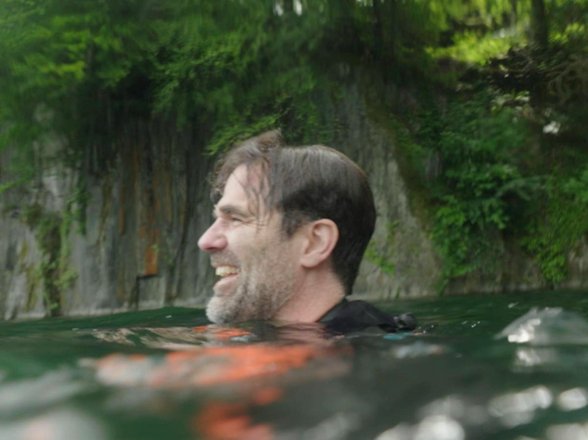 Rob Delaney jumps off 150ft viaduct in oddly moving Foxy's Fearless 48 Hours - 审查