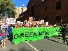 'Chega de greenwashing': Centenas de jovens manifestantes destacam a crise climática