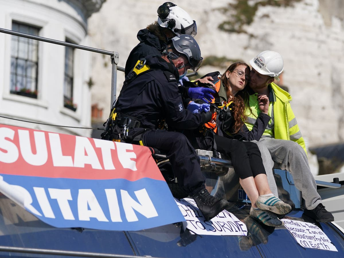 Government wins injunction to keep Insulate Britain protesters away from Dover