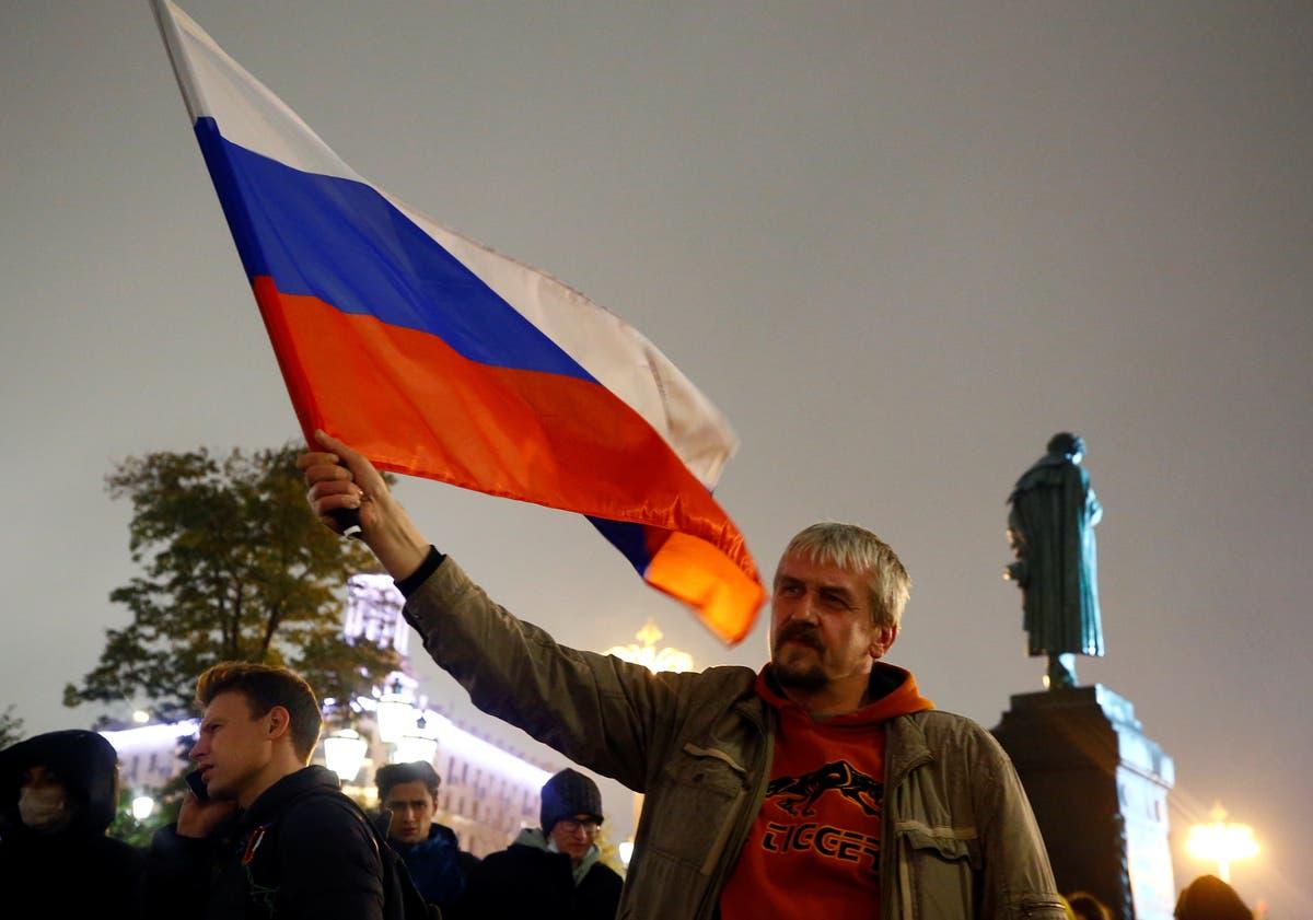 敗北した候補者は、争われているロシアの選挙結果に抗議することを誓う