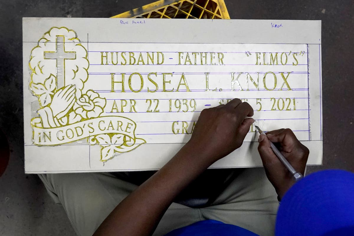 Hosea Knox, Chicago tombstone maker 'Elmo,' dies at 82