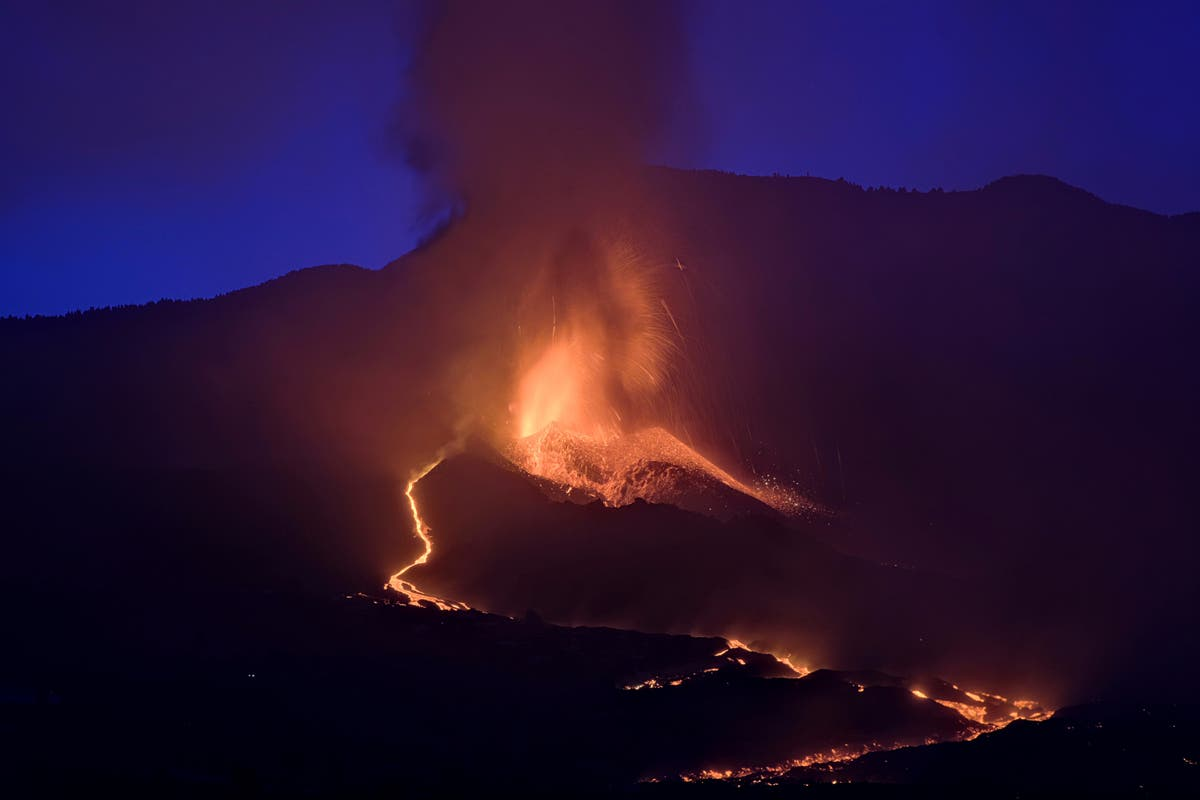 Airport on La Palma reopens as volcanic eruption continues