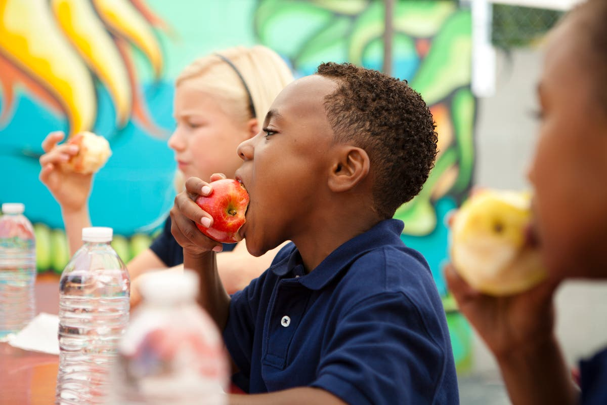 Children who eat more fruit and vegetables have better mental health, diz novo estudo