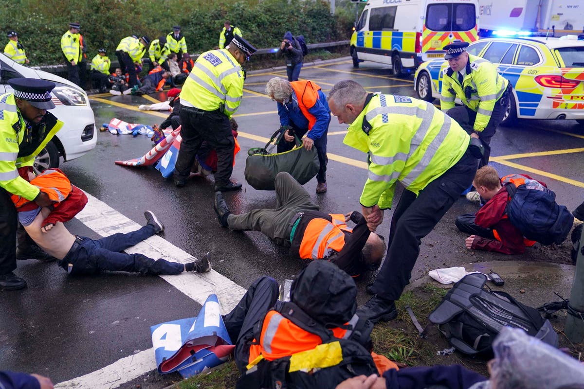 M25 blocked by climate protests for seventh time