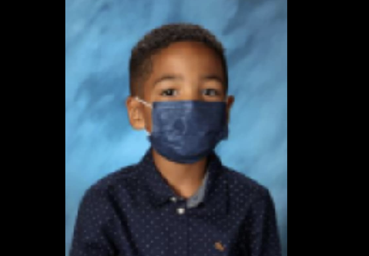 Gutt, 6, refuses to take off face mask for school portrait: 'I listen to my mom'