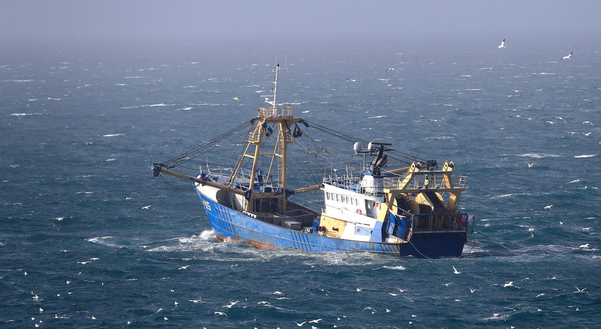 French trawlers threaten to block Channel ports over post-Brexit fishing row
