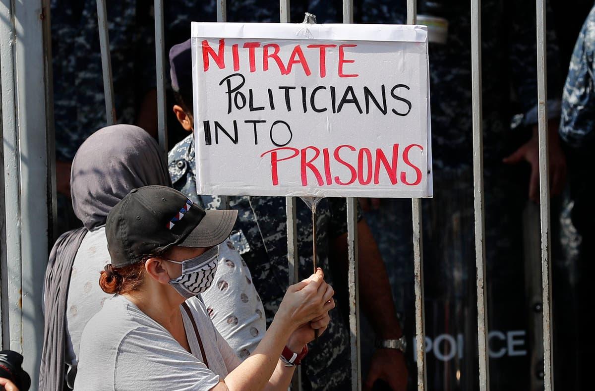 Lebanese rally behind port blast judge forced to halt probe