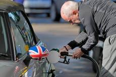 L'armée livrera de l'essence aux pompes à partir de lundi pour atténuer la crise du carburant