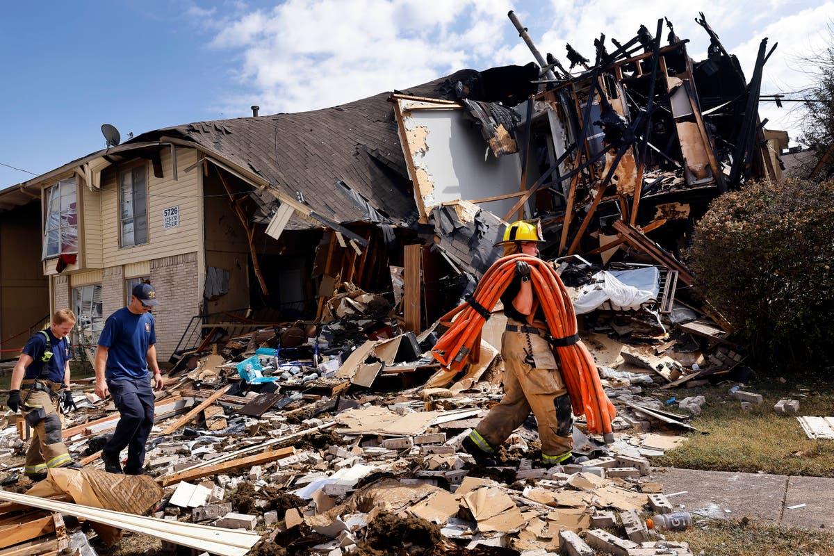 3 firefighters critically hurt in Dallas apartment blast