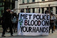 韦恩·考森斯: Met Police officers probed over 'misogynistic and racist' WhatsApp messages remain on duty