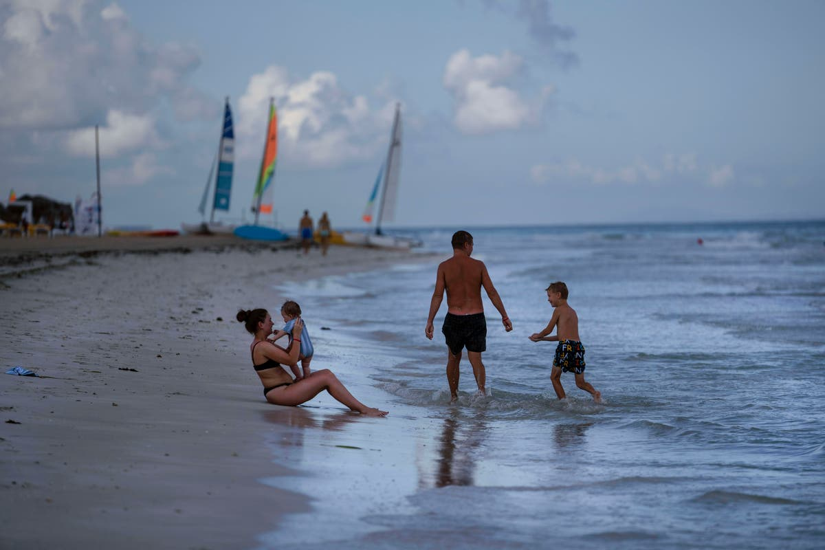 Havana reopens its beaches, citing high vaccination rate