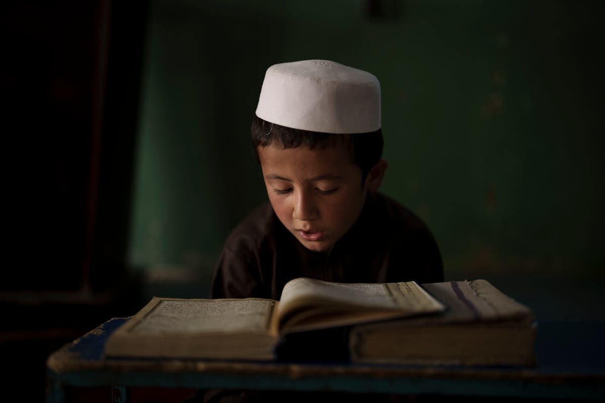 AP-foto's: Life in a madrasa as Afghanistan enters new era