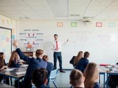Byna 1 in 20 hoërskoolleerlinge in Engeland het verlede week Covid gehad, data dui daarop