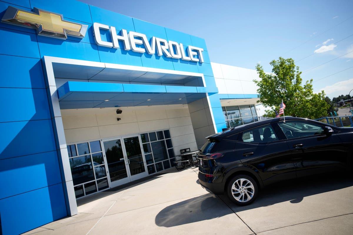 US auto sales slump, stalled by car computer chip shortage
