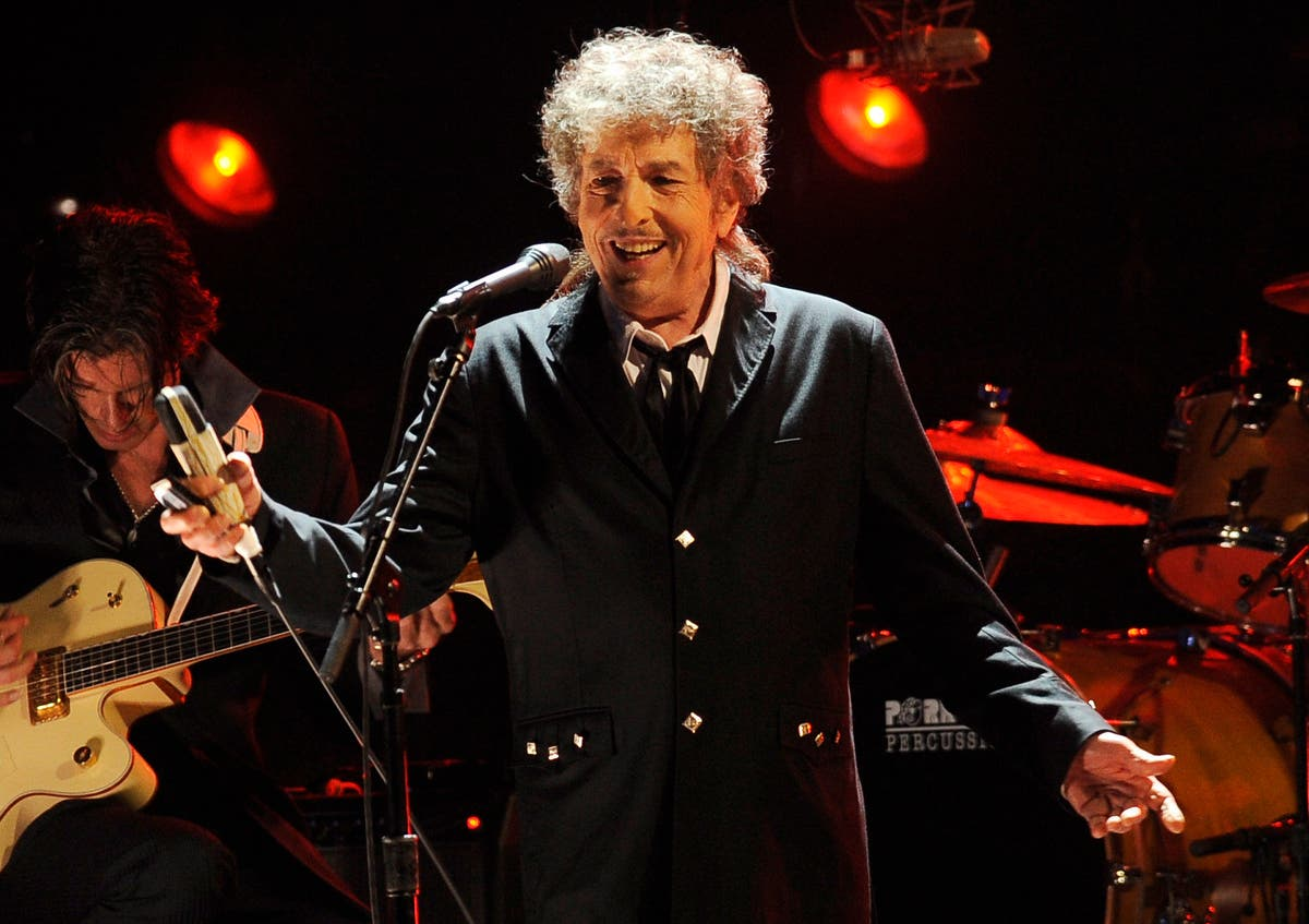 Forever a rolling stone: Dylan going on tour — through 2024