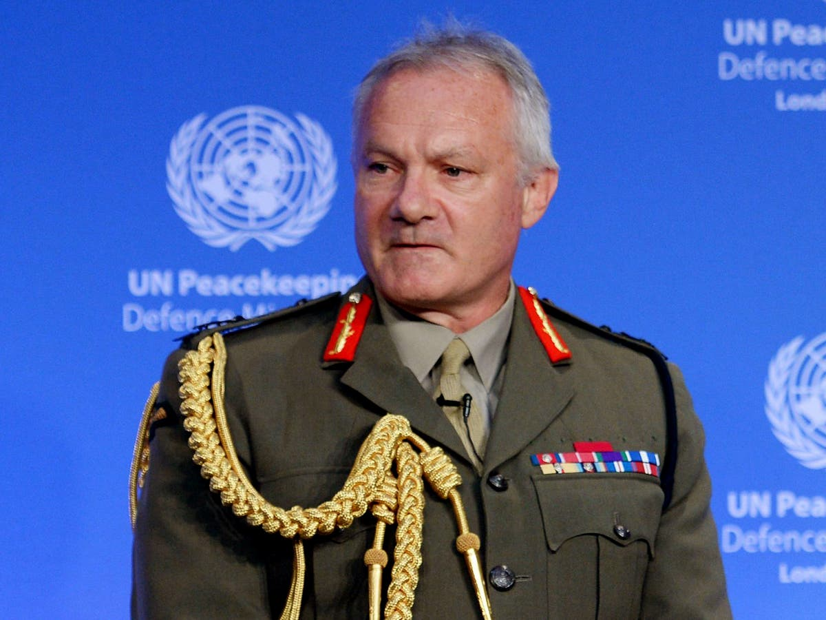 Ex-military chief to oversee shake-up of NHS leadership