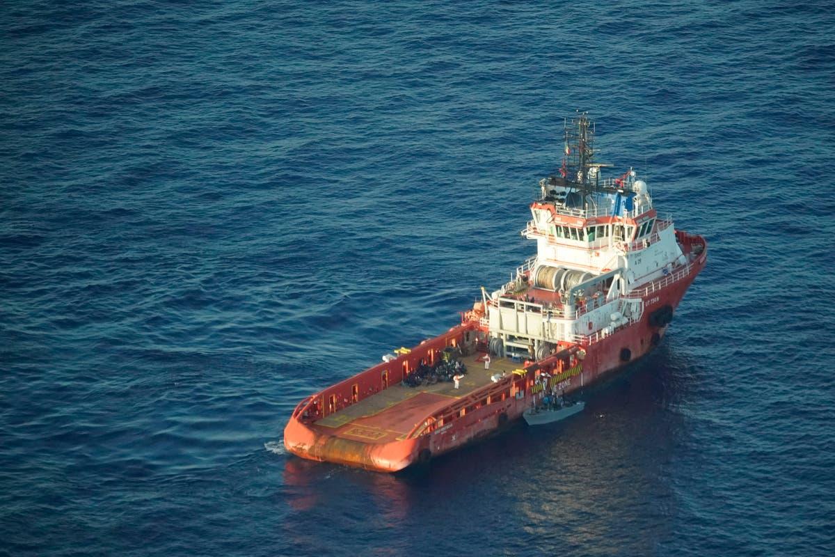 Survivors of 2013 shipwreck honor dead on Italian island