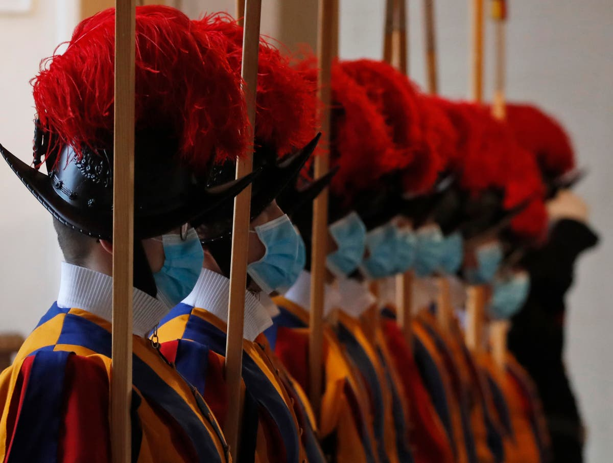 3 Swiss Guards who refused vaccination return to Switzerland