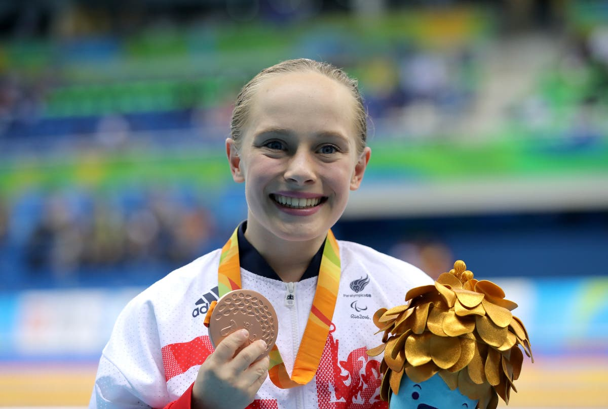 Paralympic champion Ellie Robinson retires from swimming