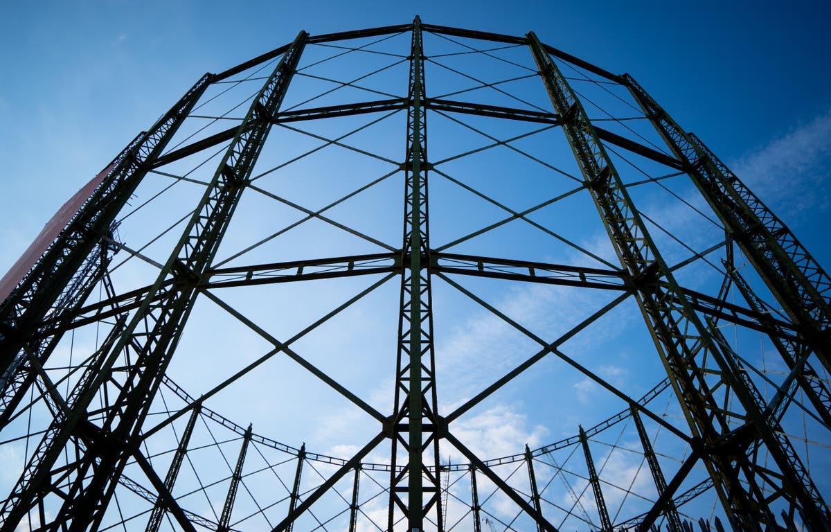 「大幅な」価格上昇が続き、エネルギー会社は崩壊する, Ofgemは警告します