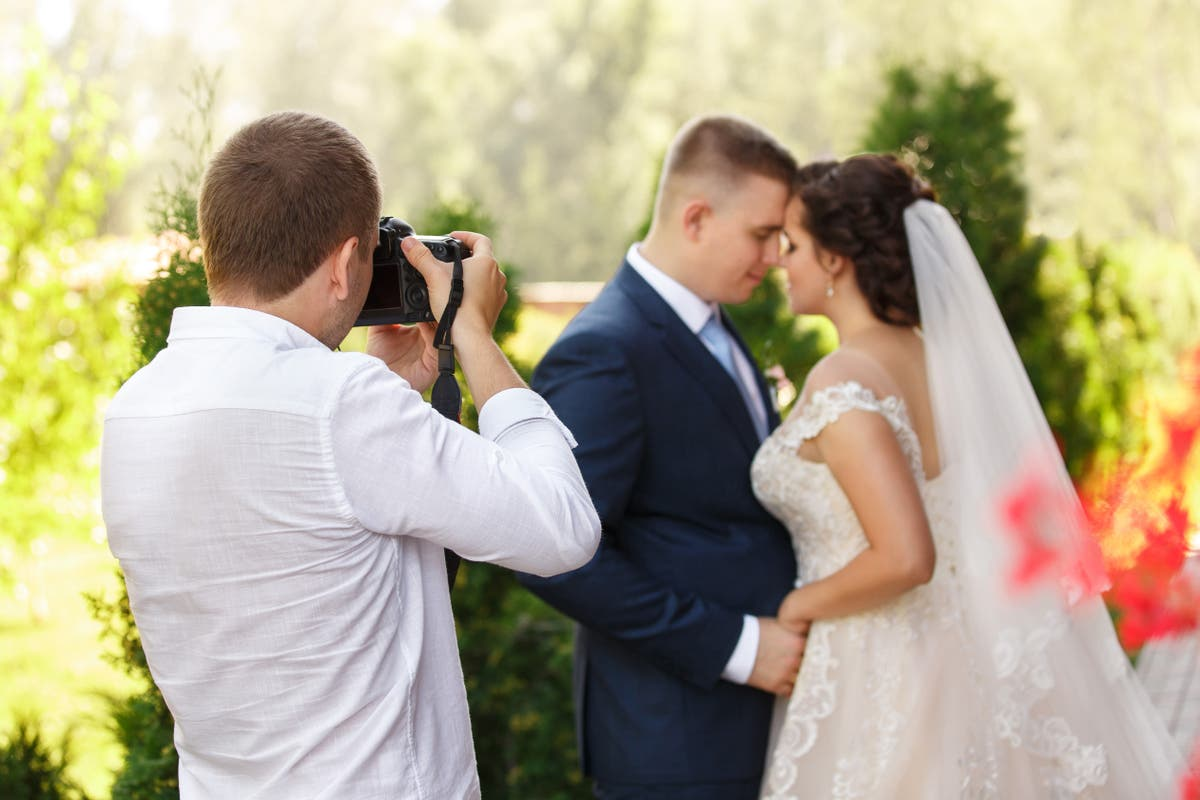 Photographer deletes couple's wedding photos after being denied break to eat