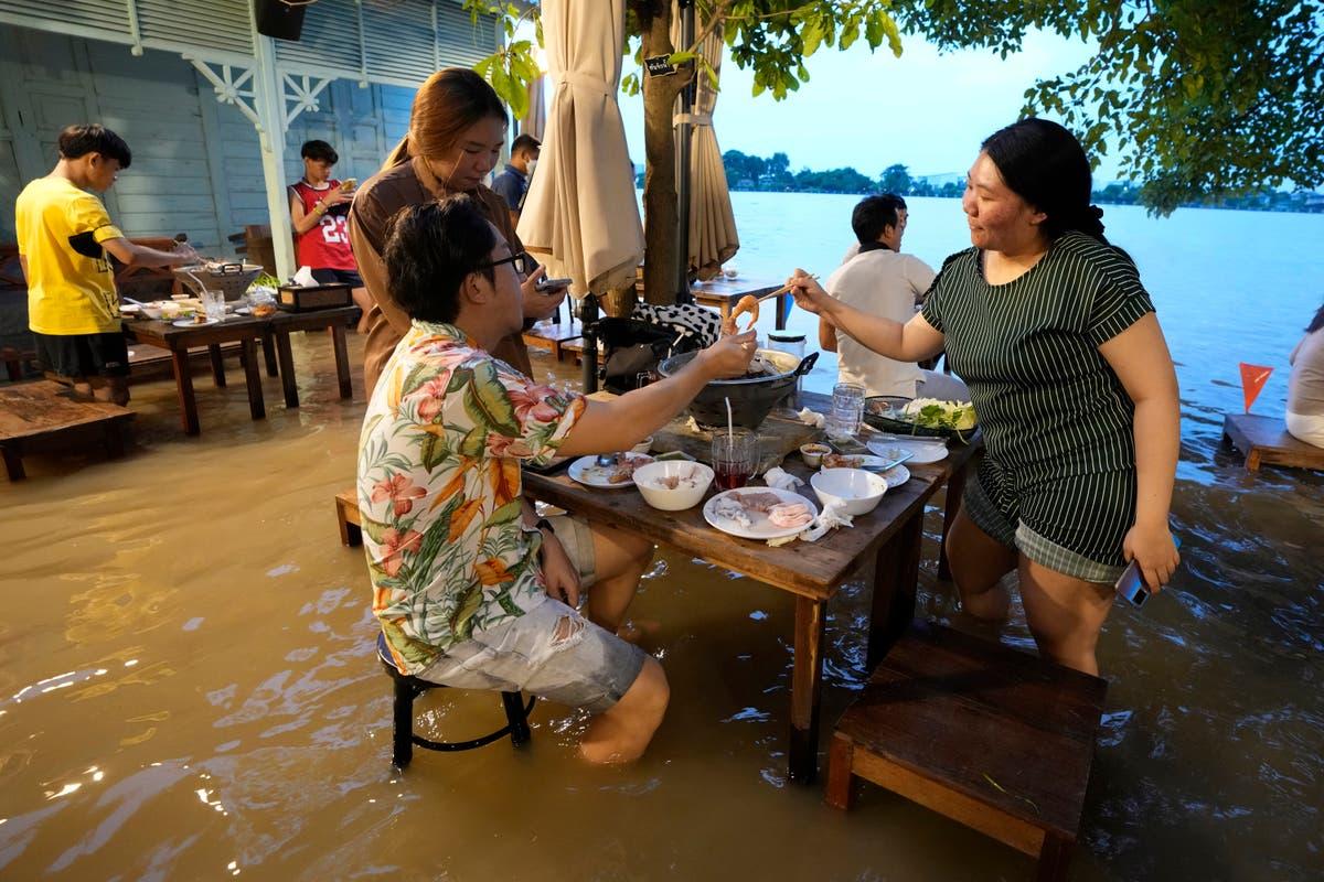 Thai riverside restaurant finds silver lining in floods