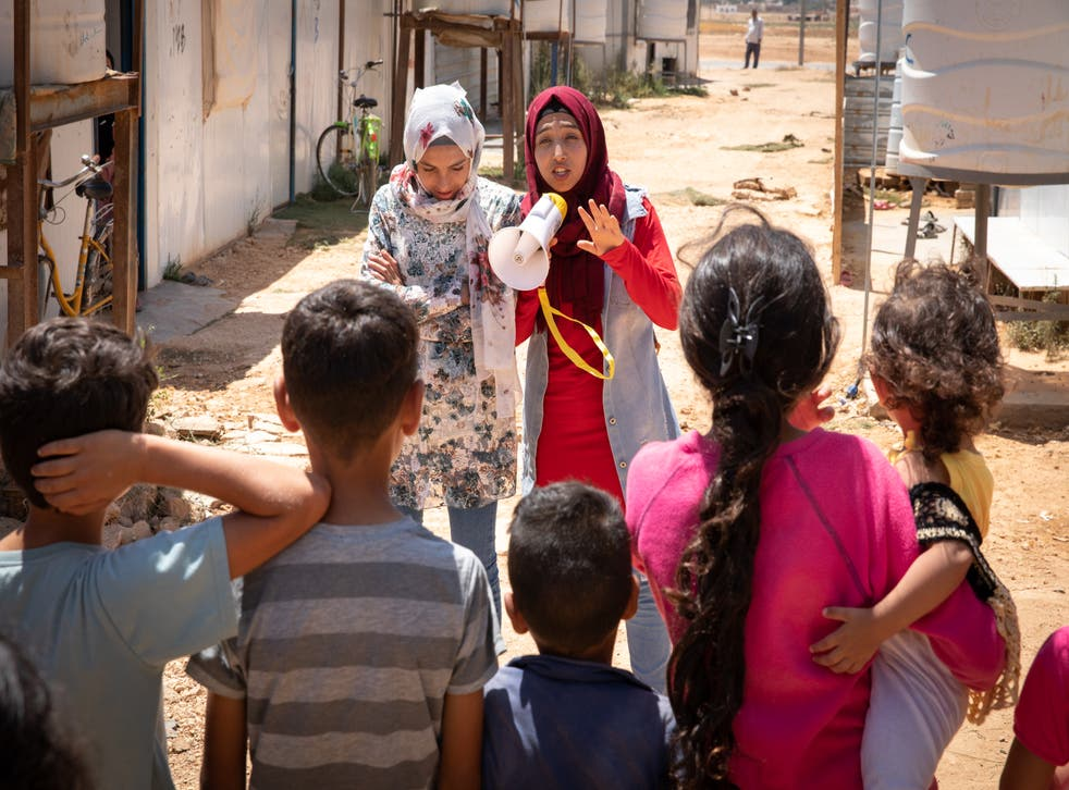 <p>Hiba, 17, and Rama, 14, perform to a group of children in Za'atari camp for Syrian refugees, Jordaan<blp>