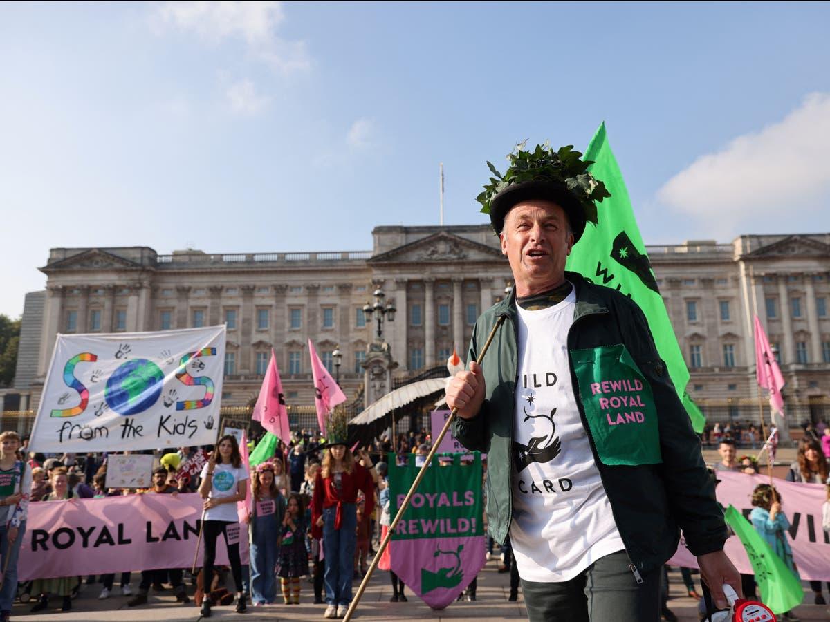 Chris Packham leads march at Buckingham Palace urging royal family to rewild estates