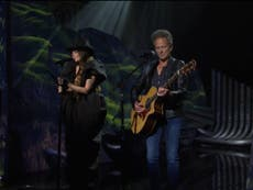 SNL: Fans react to 'incredible' Halsey performance with Lindsey Buckingham