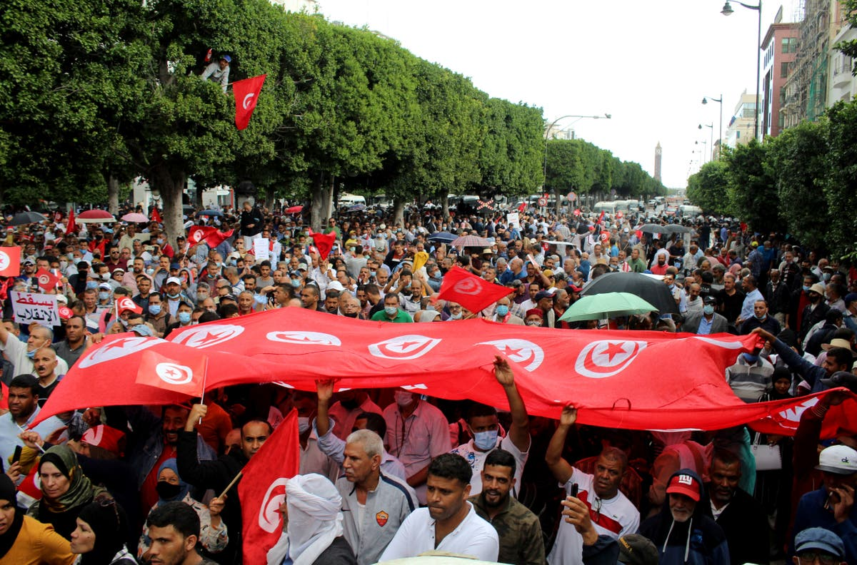 Tunisia protest shows rift over president's seizure of power