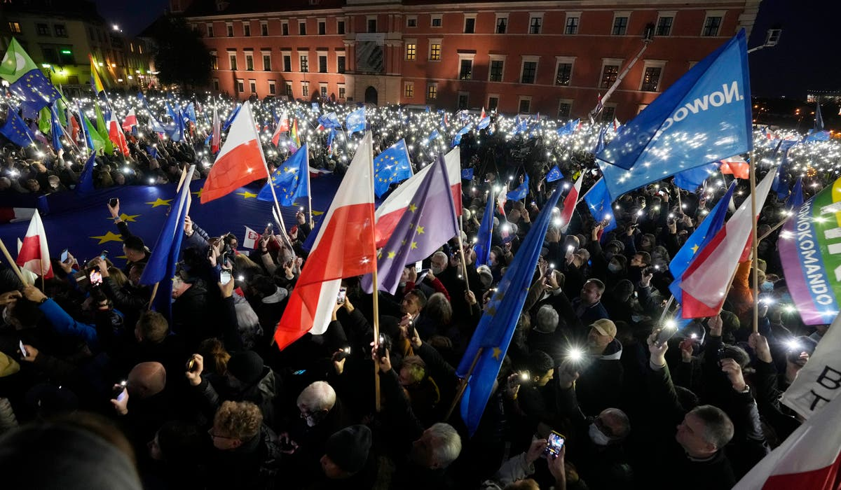 4 detained during massive pro-EU protest in Poland