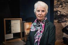 'Demokrati er en veldig skjør ting', sier Holocaust -overlevende