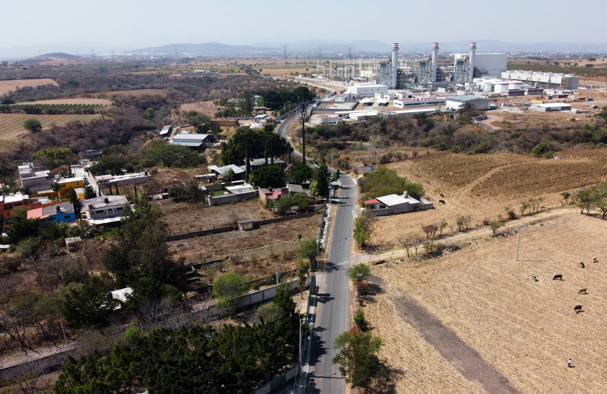 Mexico presents plan to shutter private power plants