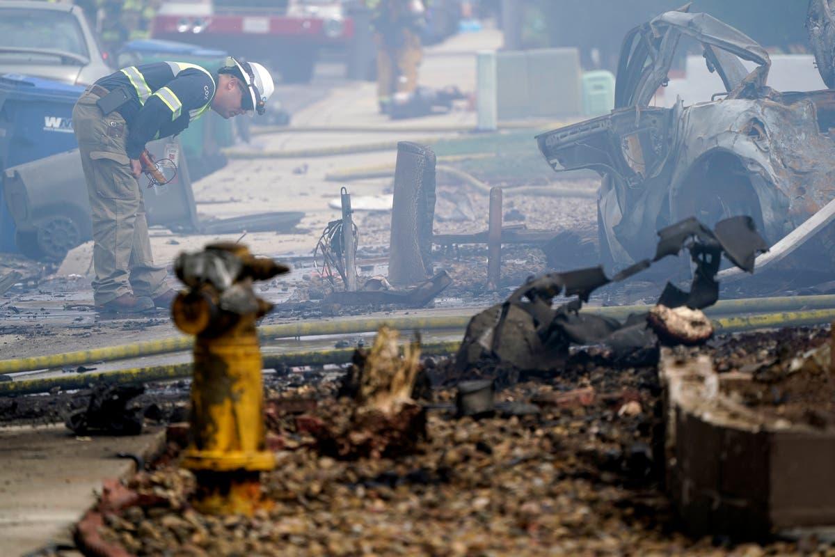Plane crash kills 2, burns homes in California neighborhood