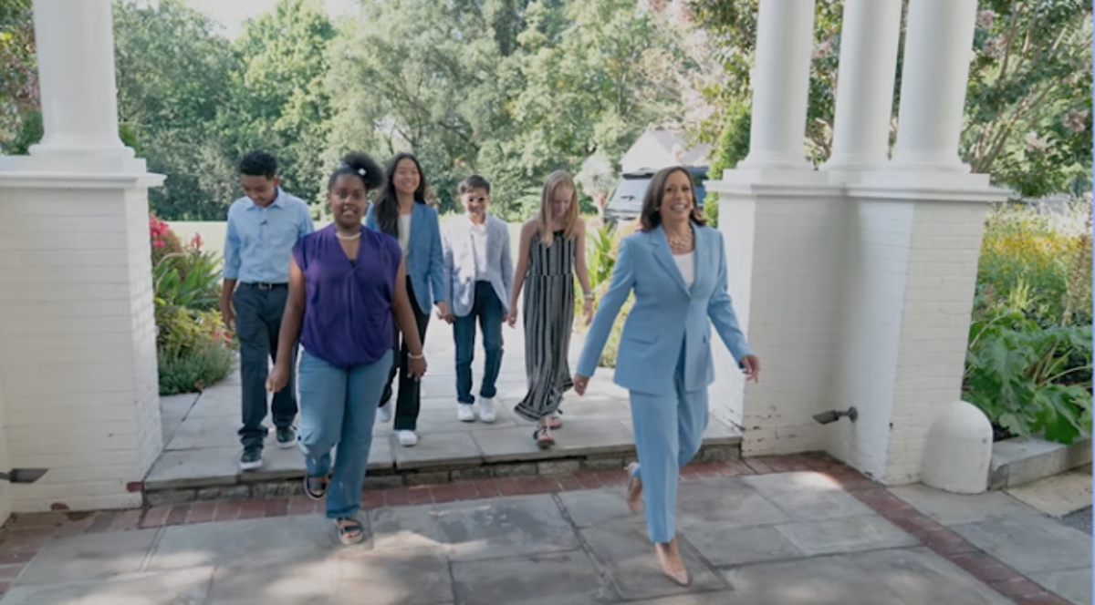 Kamala Harris s'est moquée d'une vidéo spatiale mettant en vedette des enfants acteurs