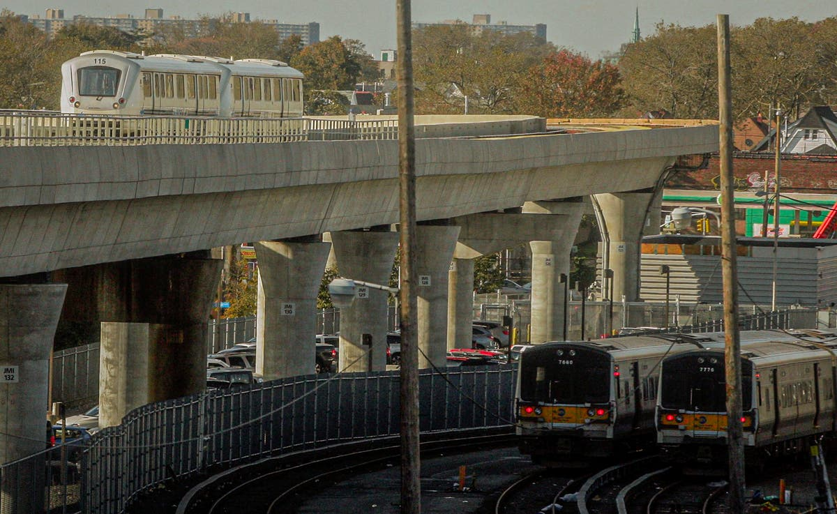 Rail link to LaGuardia Airport put on hold after criticism