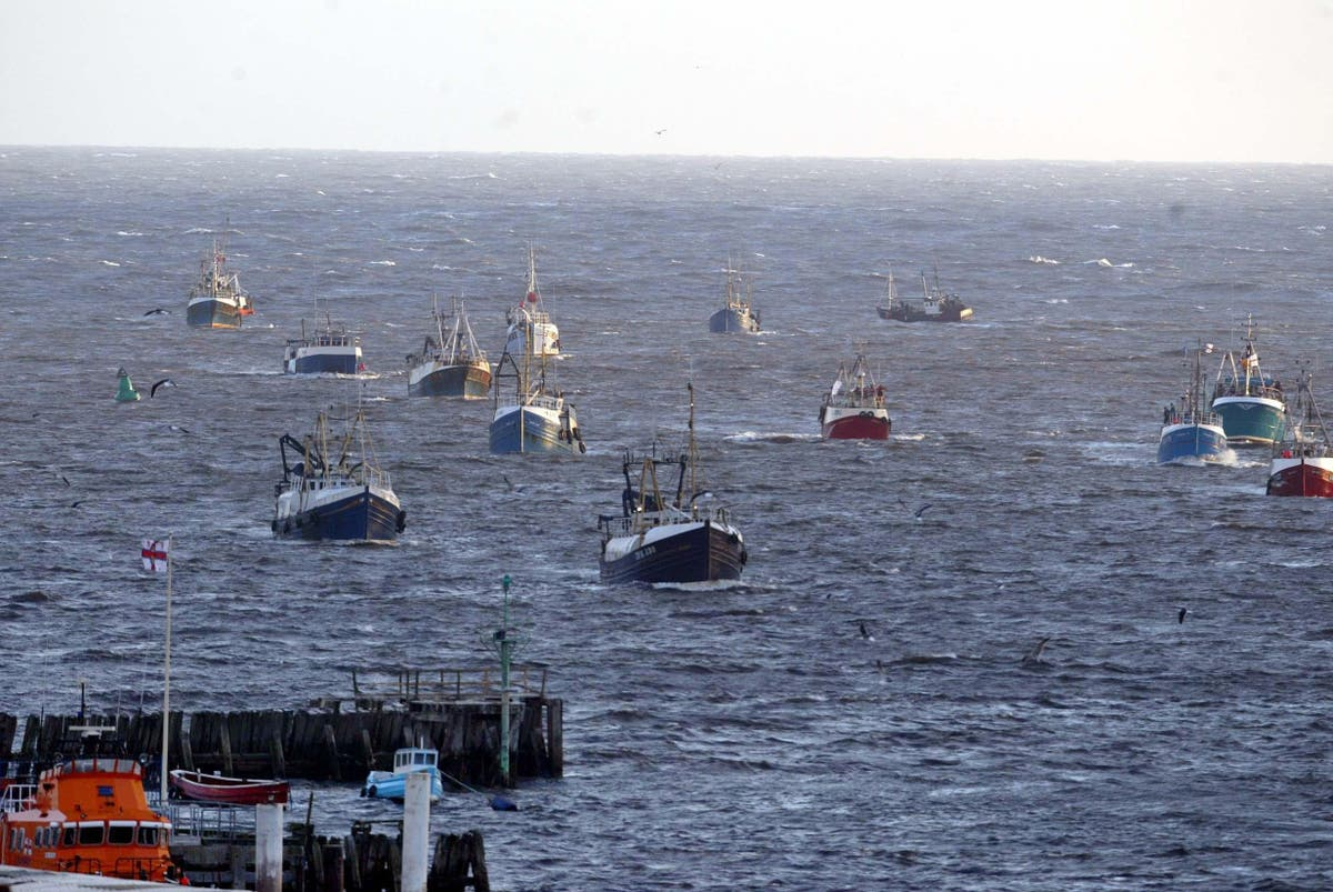 French fishermen warn UK blockade could start tomorrow and target Christmas supplies