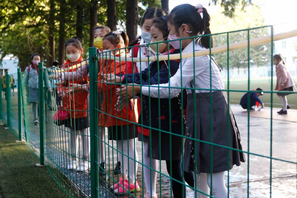最新の: Hungary reports 5-month high in new daily cases
