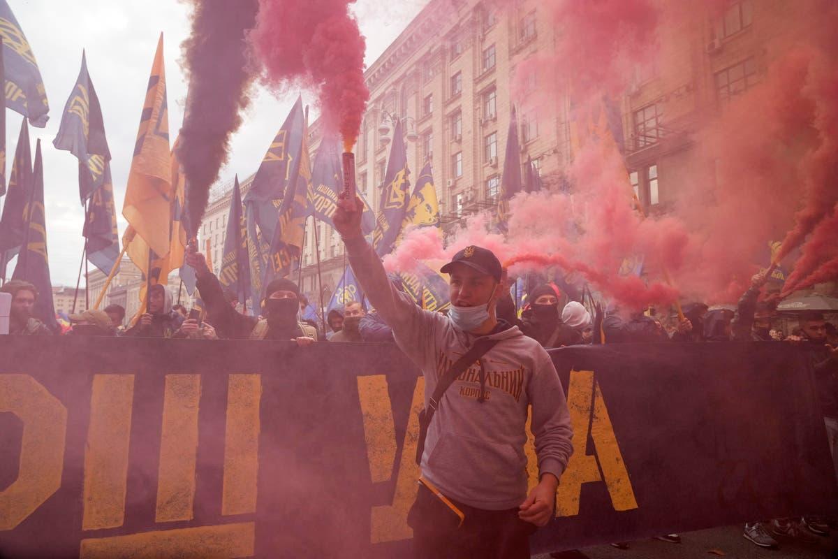 Ukraine: Nationalists protest peace deal on separatist areas