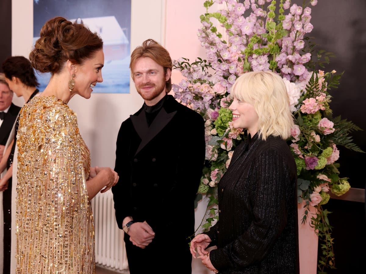 ビリーアイリッシュは、王室に会うときにプロトコルに注意を払わなかったと言います