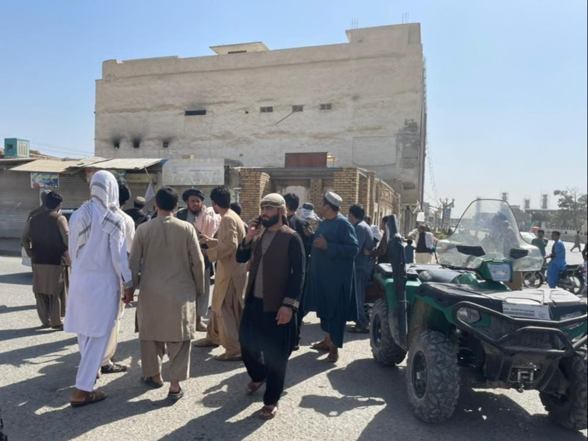 Au moins 33 dead after blast hits Afghanistan mosque during prayers